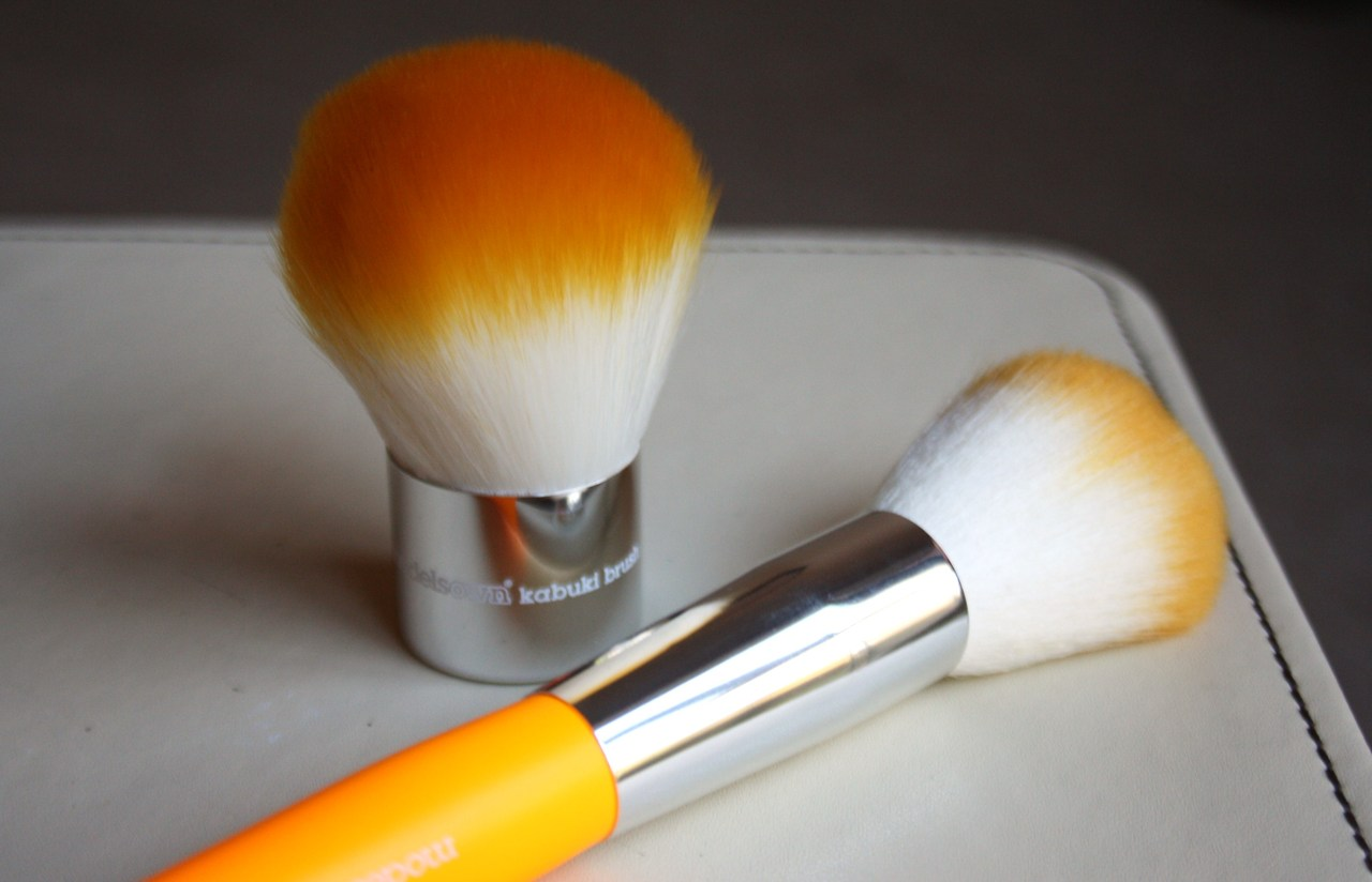 Models Own Powder and Kabuki Makeup Brush Review
