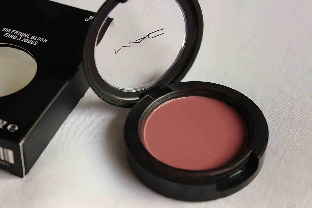 mac breath of plum swatch
