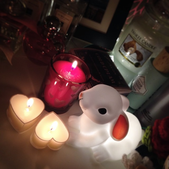 One of my lovely friends in my kickboxing bought me these cute little candles as a housewarming present tonight! They look adorable next to my dressing table bunny, and it was so incredibly thoughtful ❤️?? #lbloggers #housewarming #presents #sothoughtful #yankeecandle #hearts #bunny #dressingtable #decor #friends