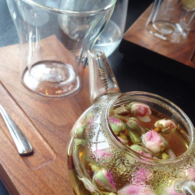 Iranian Rose Petal Tea ??#lbloggers #dinnerbyheston #hestonblumenthal #dinner #lunch #rosetea #stunning