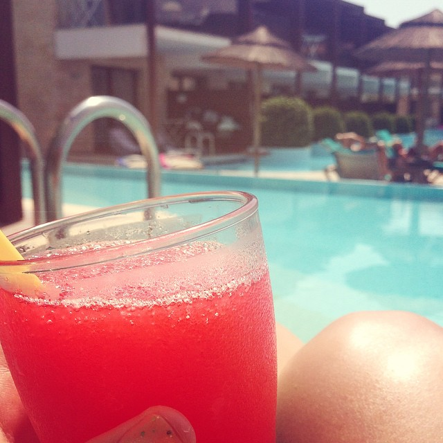 Frozen Daiquiris all round - gotta love a good old All inclusive holiday ??☀️? #lbloggers #travelbloggers #greece #cocktail #daiquiri #strawberry #yumyum #pooldrinkselfie #gottobedone