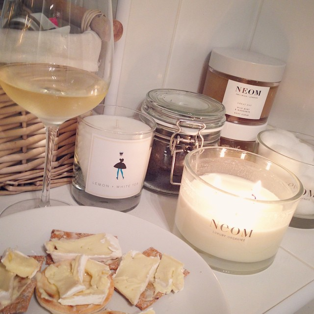 I've been up and about since 5:30am with work and have just got home to be greeted by @joekenmil with a cold glass of beautiful wine. Currently enjoying a hot bath with my favourite candle and snacks...what a day! ?? #lbloggers #busyday #relax #heknowsmetoowell