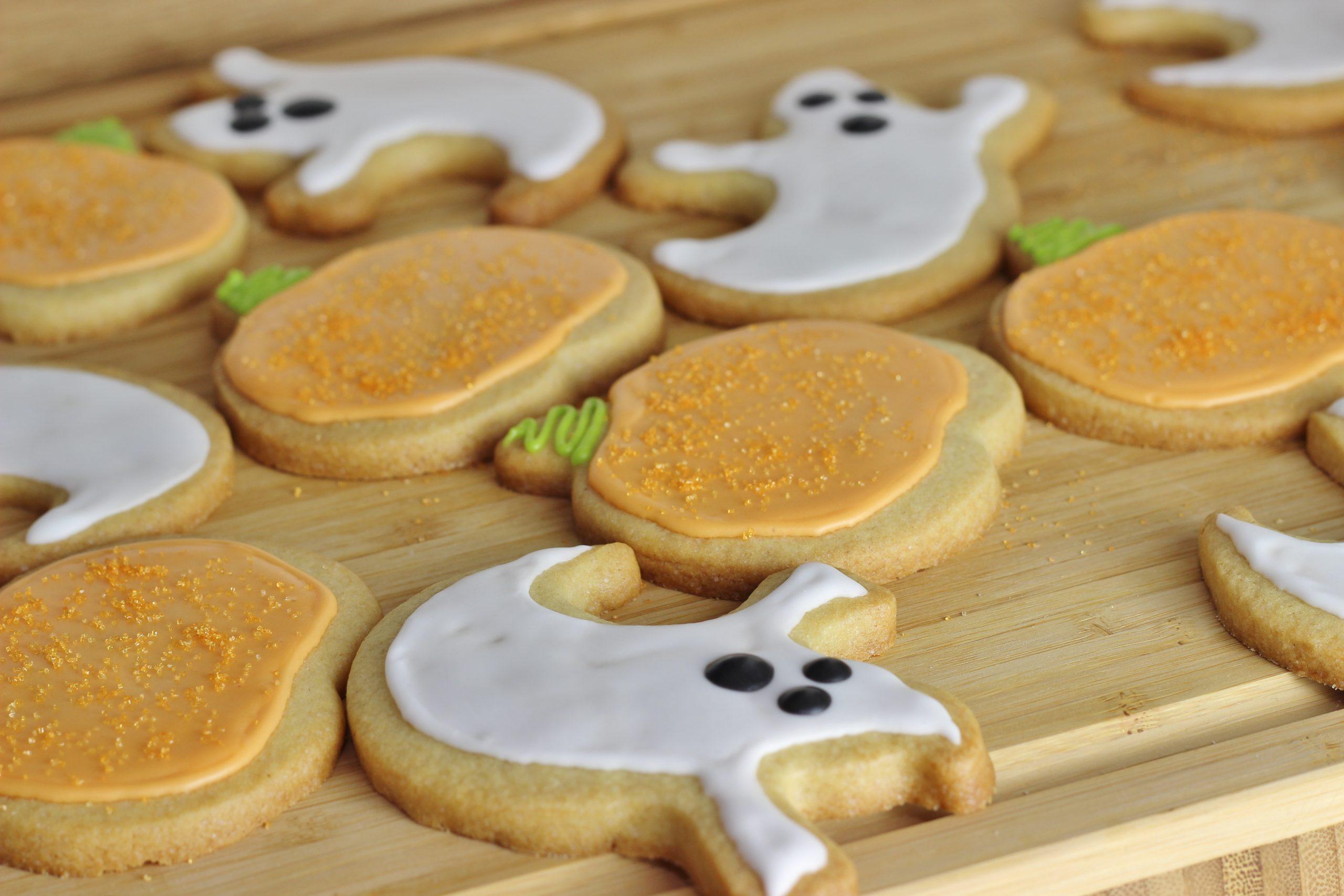 Halloween Ginger Sugar Cookie Recipe, pumpkin sugar cookies, ghost sugar cookies, halloween sugar cookies