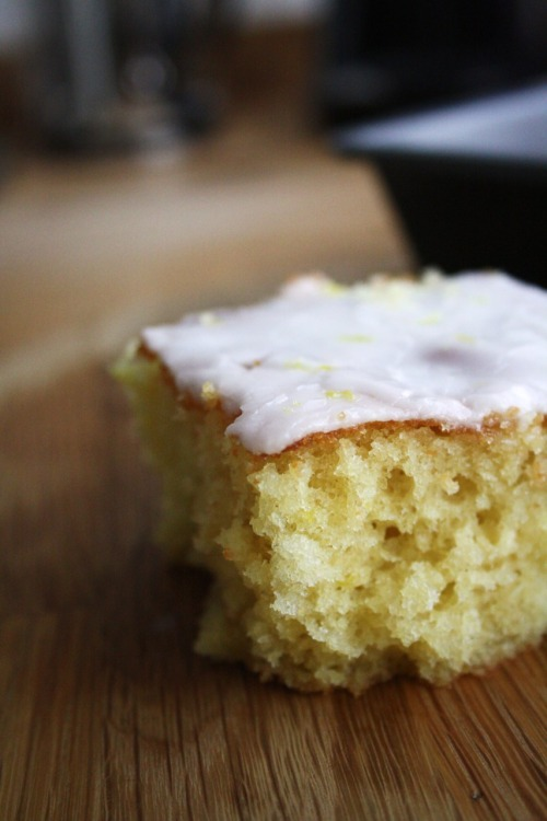 Iced lemon traybake recipe