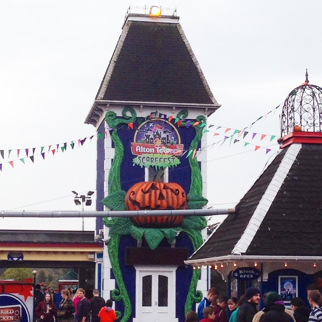 At @altontowers Scarefest today!!! ????? #lbloggers #altontowers #scarefest #themepark #rollercoaster #halloween