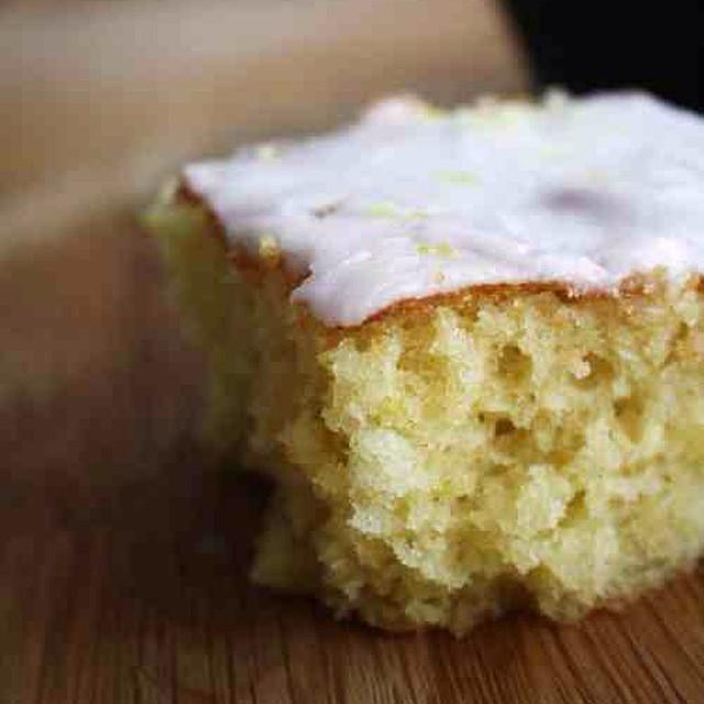 On The Blog Today | The PERFECT Iced Lemon Cake ?? #lbloggers #baking #diy #lemoncake #recipe #homemade #fridaytreat