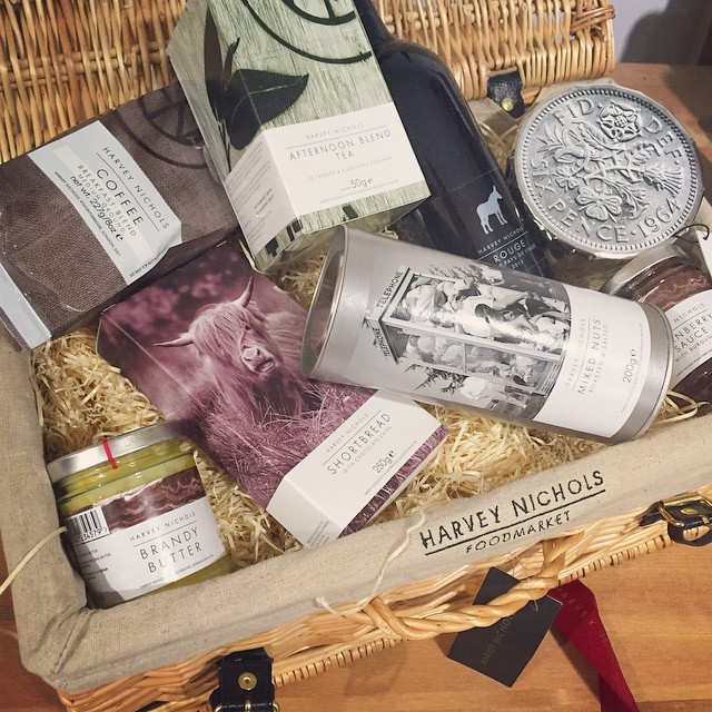 Reeeeeally starting to feel Christmassy now this has dropped through the door! ? @harveynichols  #harveynics #foodhamper #earlypresent #christmasfood