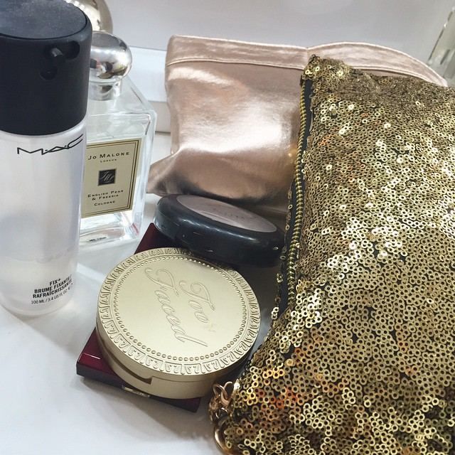 Going away for the weekend with @joekenmil - I have two travel makeup bags and still can't fit everything in ? #bbloggers #lbloggers #makeup #packing #yosa #mac