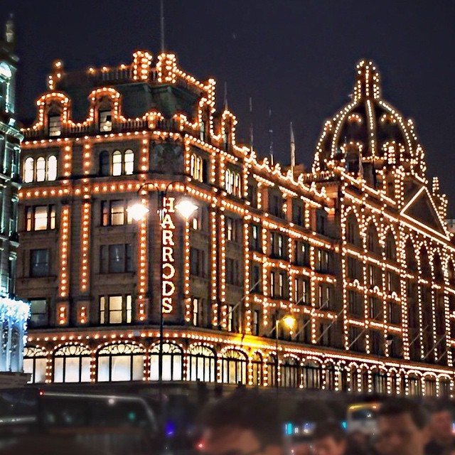 Oh Harrods, so pretty!!! ??? #lbloggers #harrods #christmas #weekendaway #meandhim