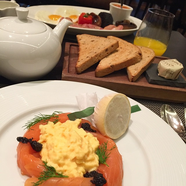 Breakfast at the Mandarin Oriental - Smoked Salmon, Scrambled Eggs and Caviar with Earl Grey for her, Full English and an Americano for him ???☕️ #lbloggers #breakfast #weekendaway #london #mandarinoriental #meandhim