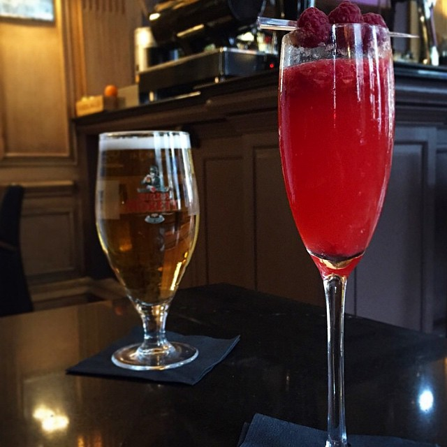 Start as you mean to go on....with a champagne cocktail!??? #lbloggers #weekendaway #londontown #hisandhers #moët #meandhim