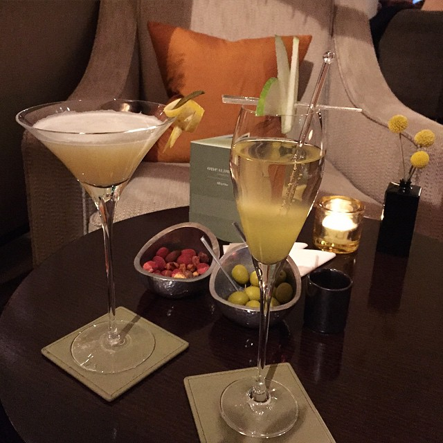 Cocktails before dinner @onealdwychhotel after a wonderful afternoon at The Royal Albert Hall with Cirque Du Soleil ? #lbloggers #onealdwych #lobbybar #champagnecocktail