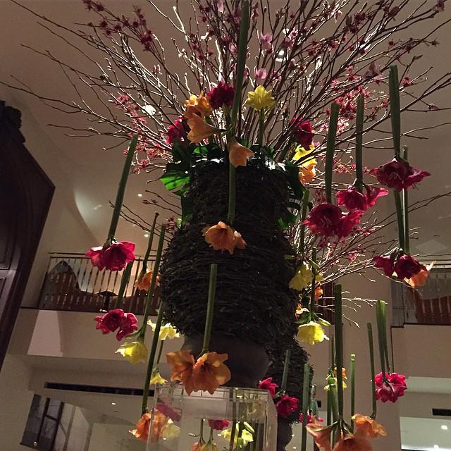Upside-down flowers in @onealdwychhotel ???? #lbloggers #weekendaway #londonbaby #cocktails