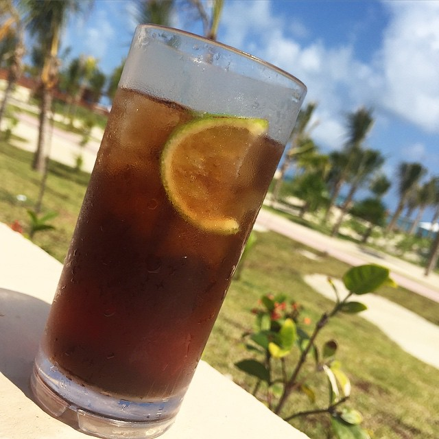 Drink of the day - Havana Cuba Libre ☀️? #lbloggers #holiday #mexico #infinitypool