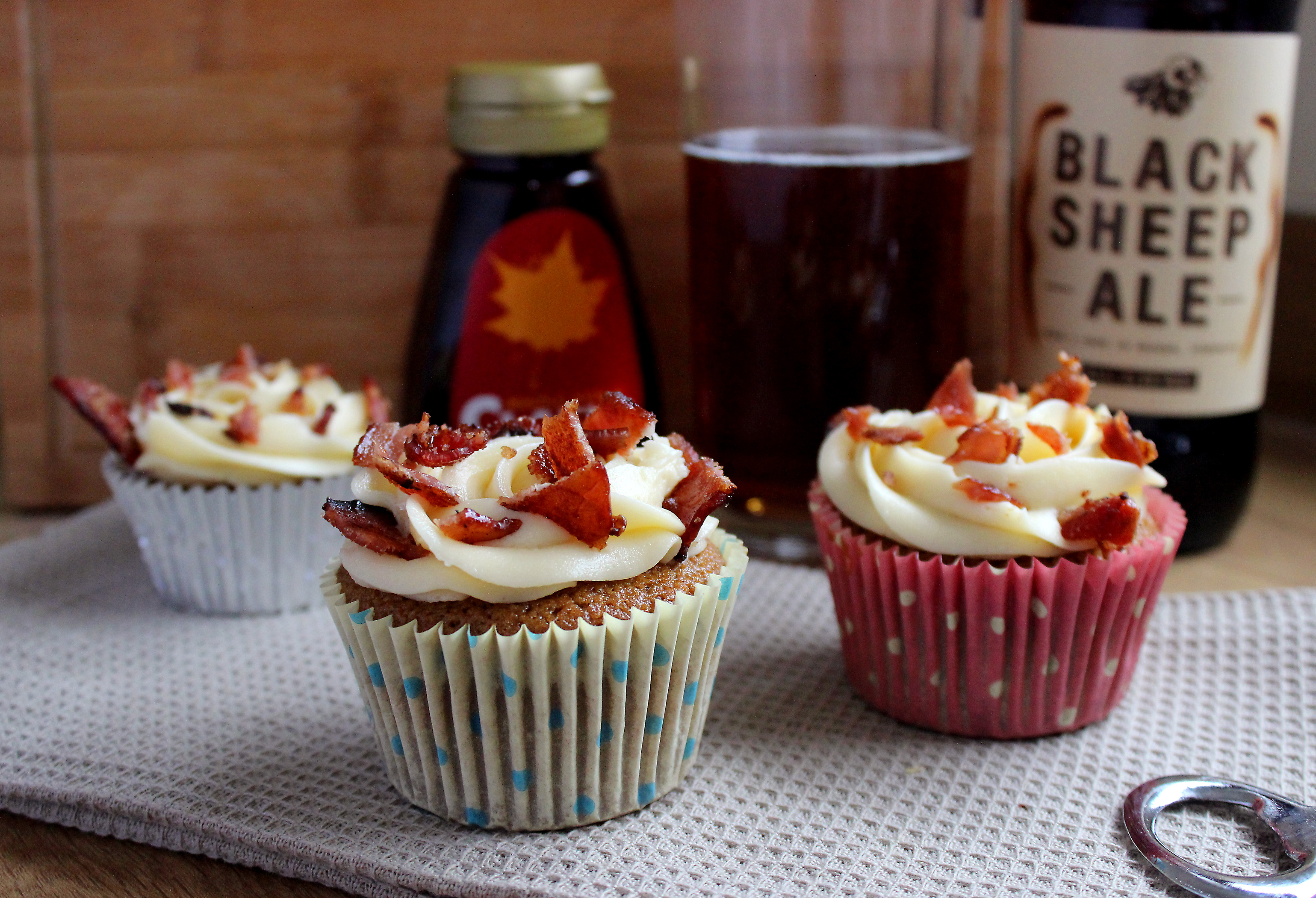 Beer batter maple bacon cupcakes recipe, blonde beer and bacon cupcakes, beer and bacon cupcakes no chocolate
