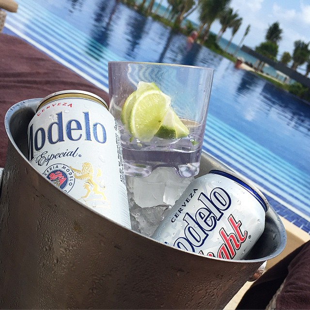 If only every Monday looked like this ??☀️ #lbloggers #holiday #mexico #royaltonrivieracancun #beeroclock