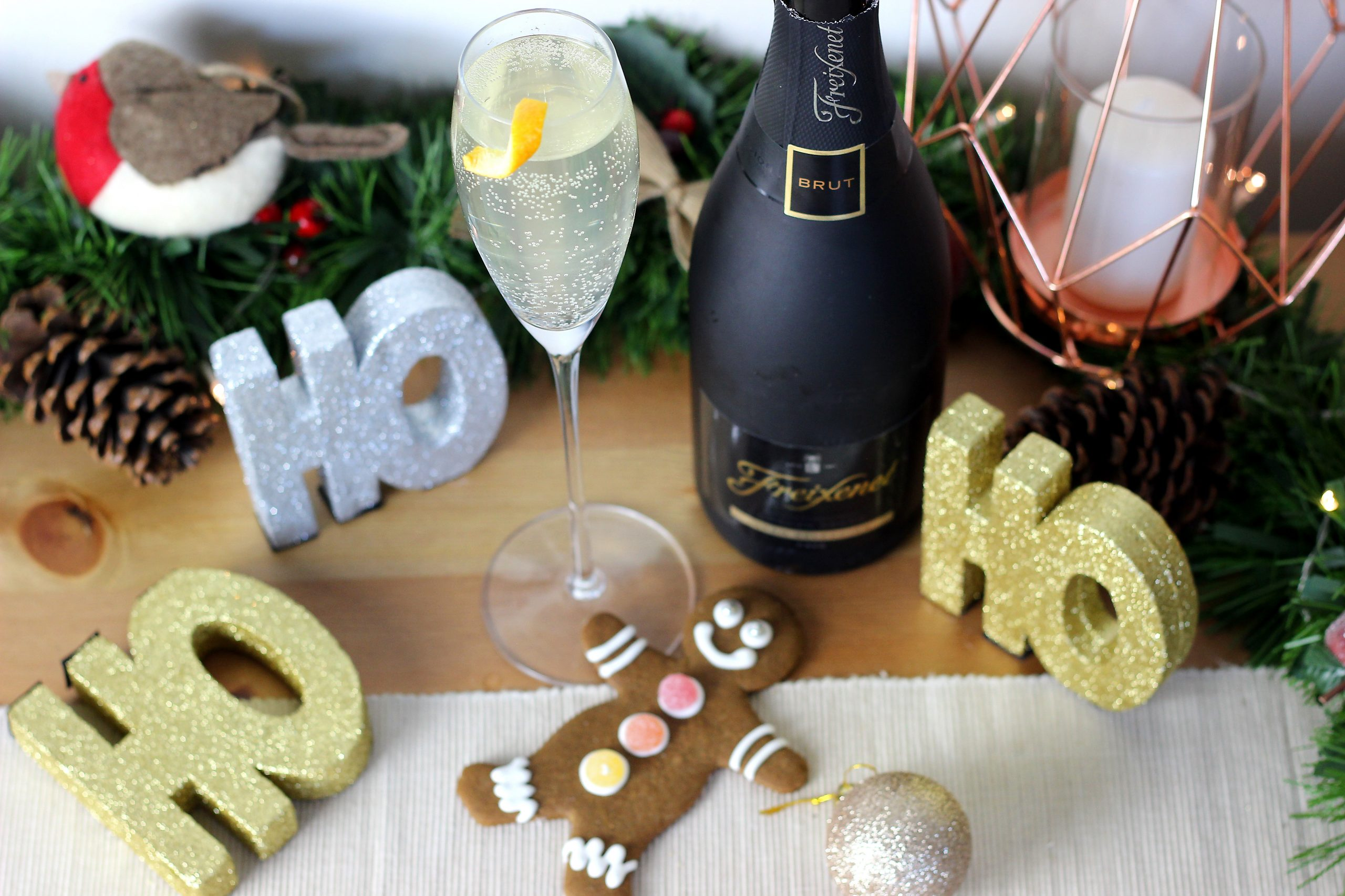 gingerbread fizz cocktail, christmas cocktail, champagne cocktail, ginger champagne cocktail, christmas champagne cocktail