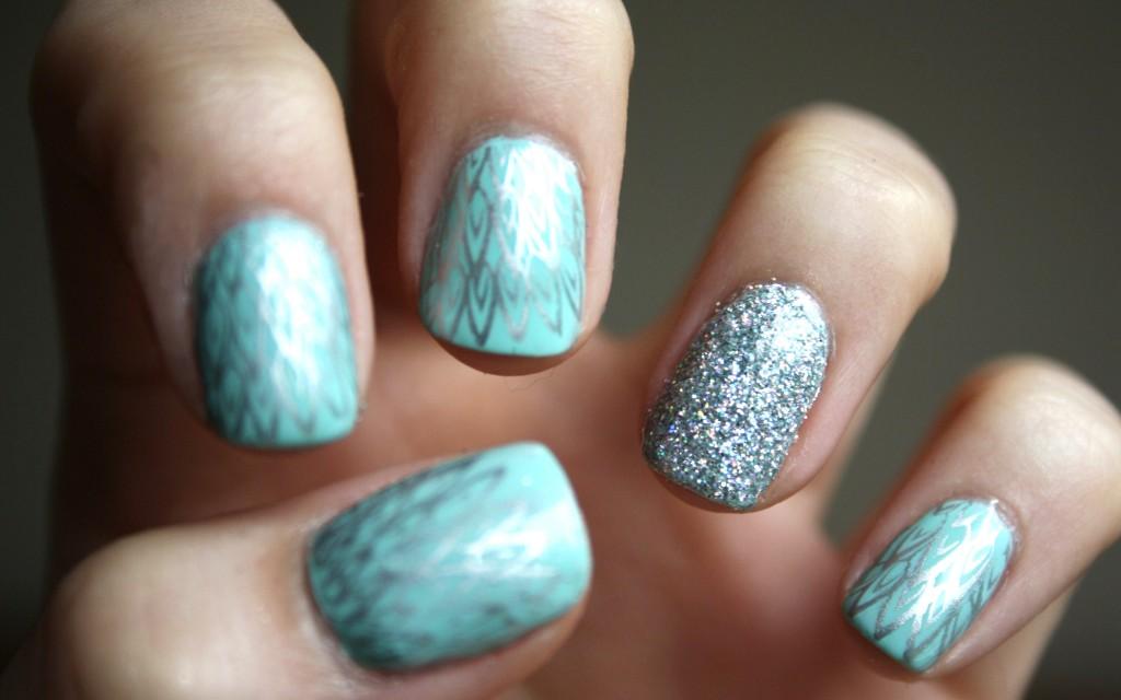 Mint Glitter Nails wtmrkd
