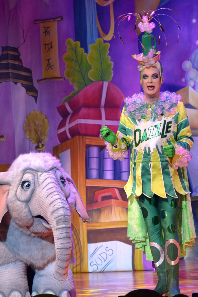 Slave of the Ring (Julian Clary) 2 - credit Keith Pattison