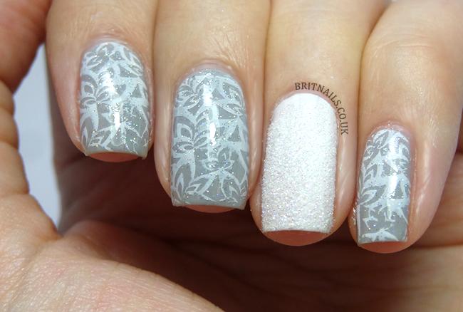 delicate-snow-nail-art