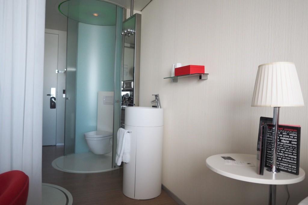 Citizen M Amsterdam bathroom